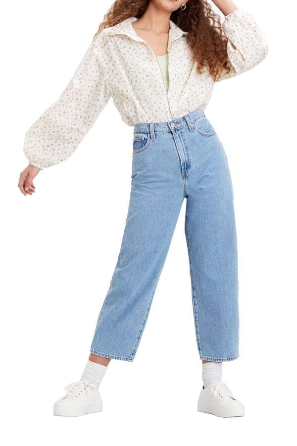 Comodi e glamour, i nuovi jeans donna proposti dalla collezione autunno inverno di Levi's sono un must have.  Dalla vita alta e la lunghezza alla caviglia, possono essere indossati sia per look comodi che più impegnati.  Il lavaggio medio si presenta comodo e versatile.
