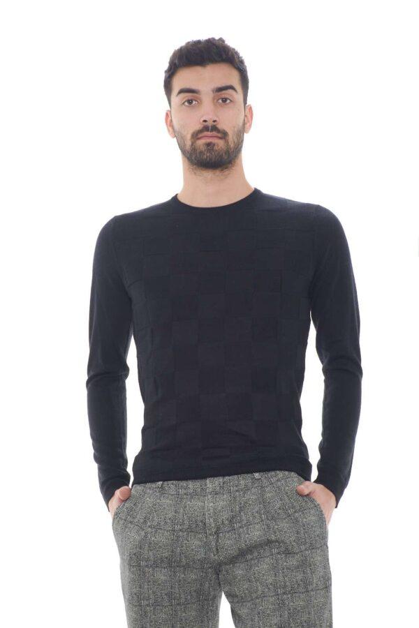 Un maglioncino casual e versatile, perfetto per sfoggiare outfit quotidiani curati e ricchi di stile. Per abbinamenti semplici e casual, come jeans o pantaloni, per un total look sempre trendy.