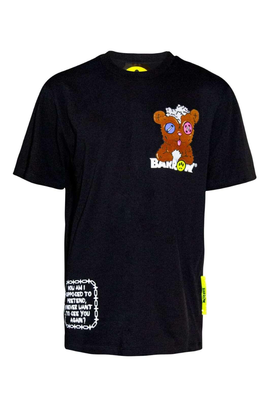 Una T shirt dallo stile glamour e contemporaneo per la T shirt firmata dalla collection uomo di Barrow. Il tessuto in cotone è arricchito da stampe serigrafriche per esaltare lo stile più quotidiano. Una new entri freestyle per il proprio outfit.