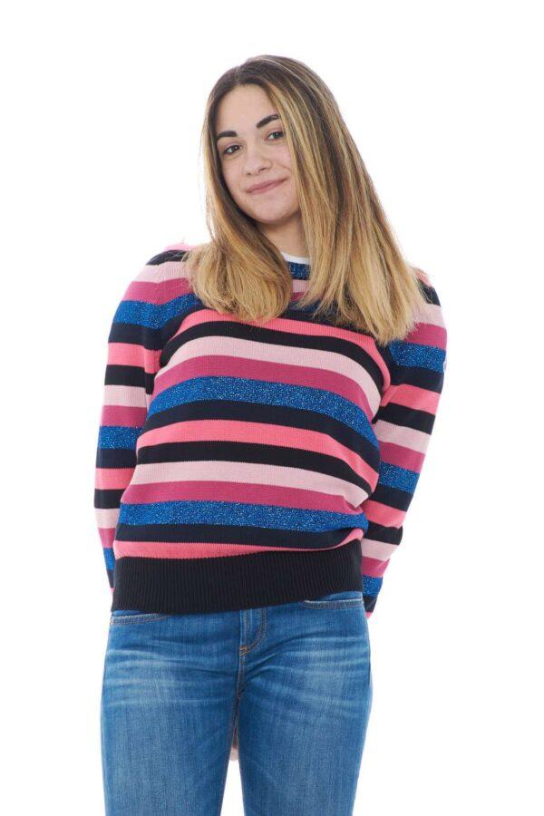 Una maglia glamour e chic, perfettaper outfit sempre di tendenza. Moncler propone un capo per la donna che ama look esclusivi e colorati, dove stile e colore regaleranno un aspetto sempre unico.