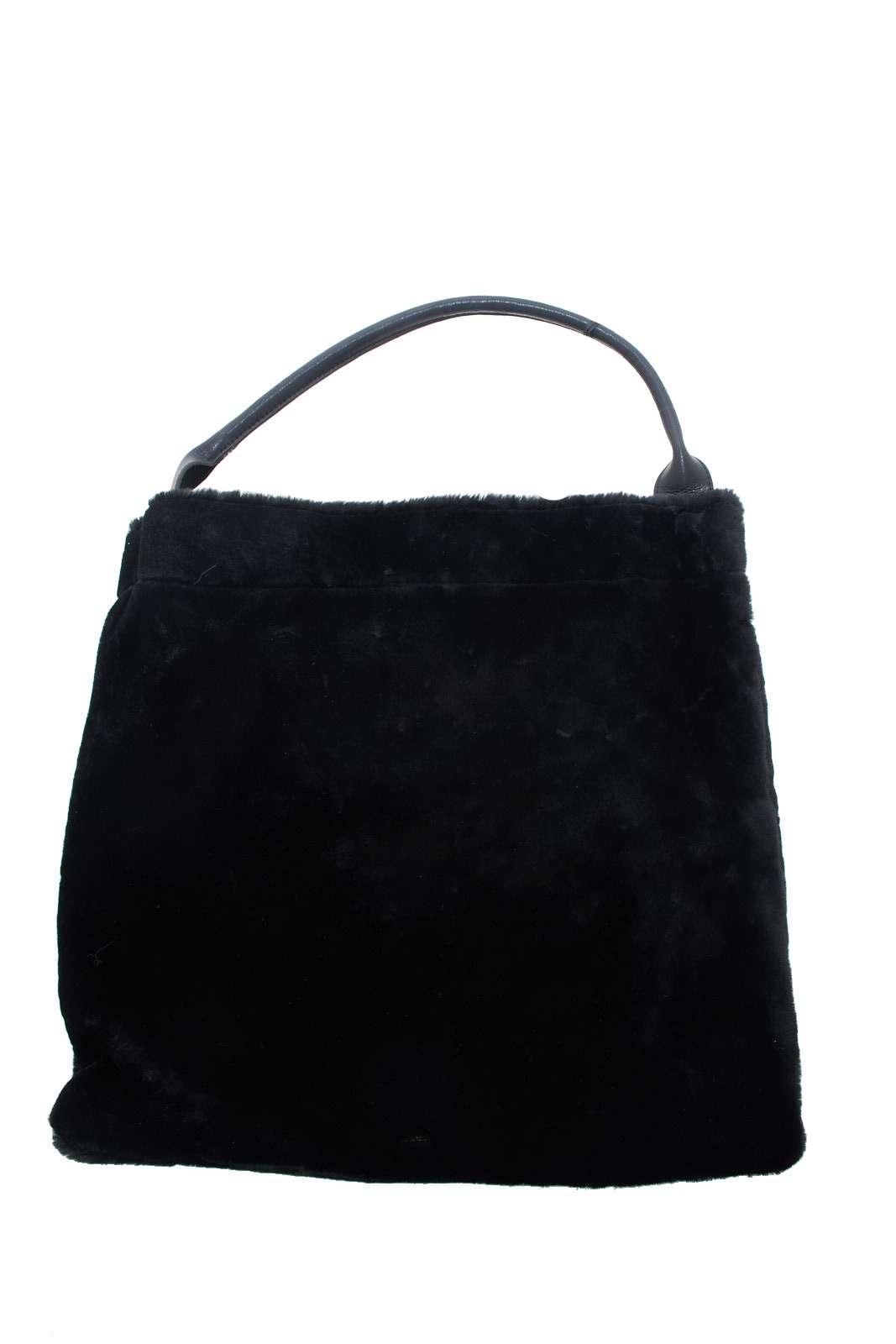 Una borsa a mano casual e spiritosa, totalmente ricoperta da un ecopelliccia, per un tocco insolito e moderno.  L'accessorio ideale per outfit quotidiani casual e informali, dove sorprenderai con stile.