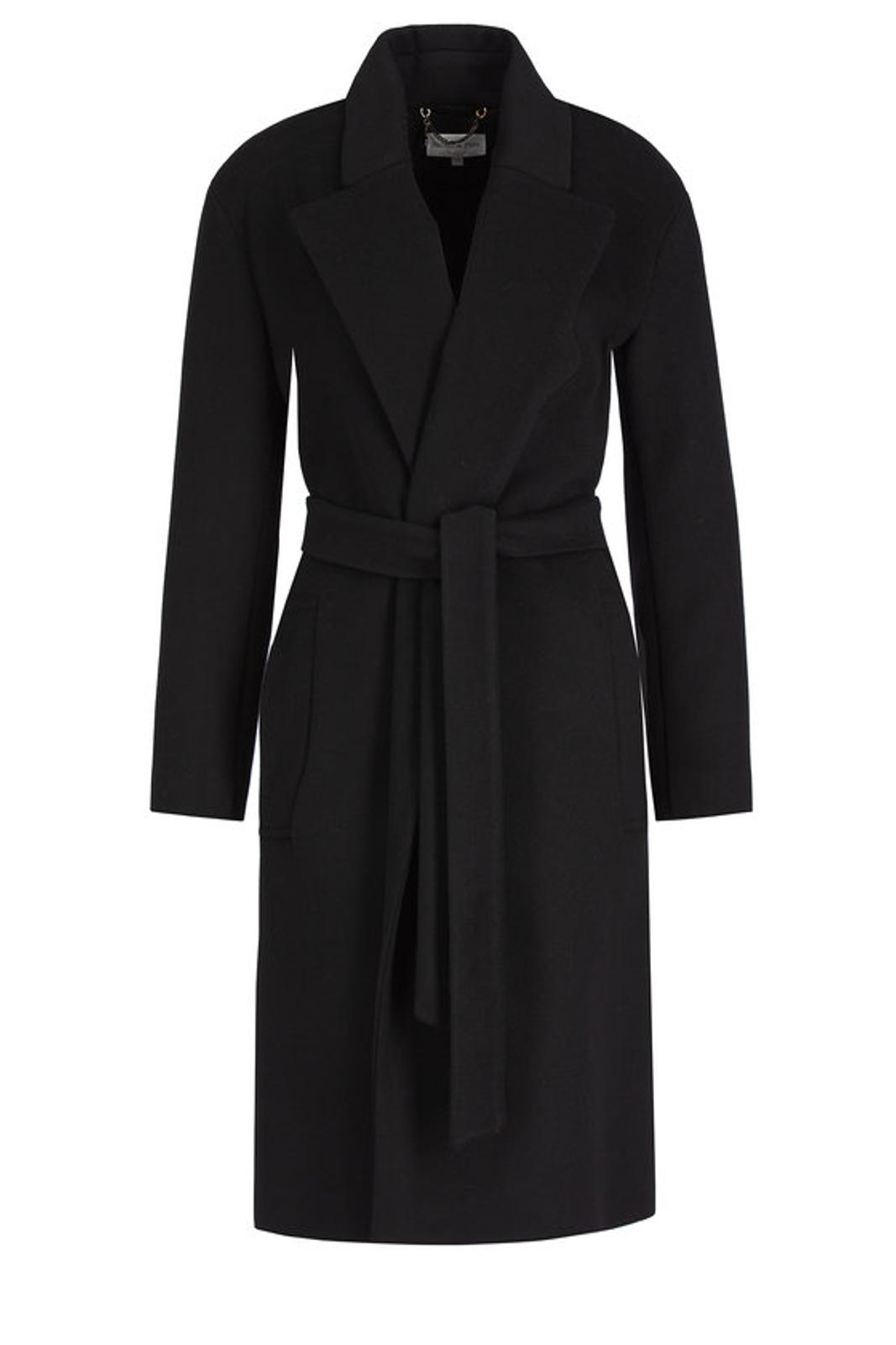 Un classico ormai per ogni outfit invernale: il cappotto. In questo caso Patrizia Pepe propone un modello chic, dallo stile classico e alla moda, perfetto per uttte le occasioni che si presentino, dal lavoro, alle uscite glamour. Per la donna che ama gli evergreen.