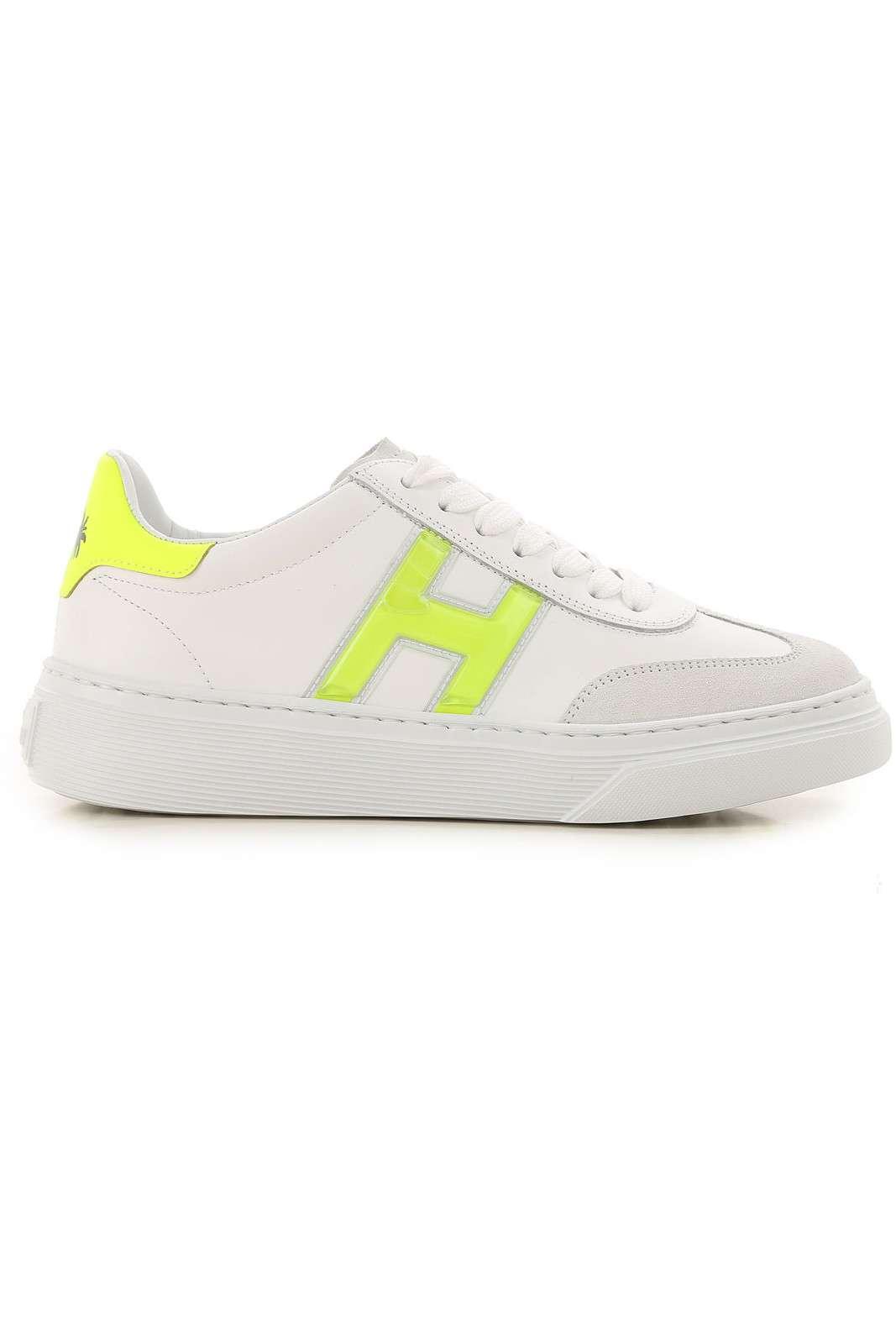 Una sneaker iconica e particolare, la H365 PALME, per la donna che ama stupire in ogni occasione.  Il look classico del brand, viene impreziosito da una tonalità fluo, applicata sul maxi logo laterale, e da una stampa palme sul tallone.  Una calzatura moderna e fashion.