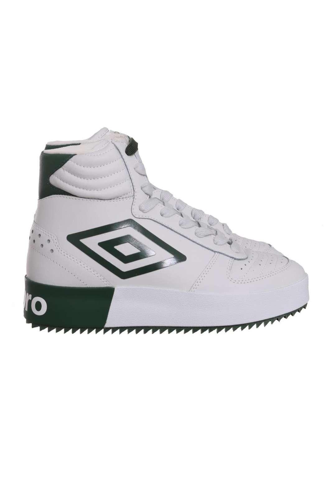 Una sneaker da look urban e metropolitano, quella firmata Umbro. Peretta per outfit quotidiani, casual e alla moda, dove ti farai notare grazie al tuo stile deciso. Per l'uomo che ama calzature sempre di tendeza.