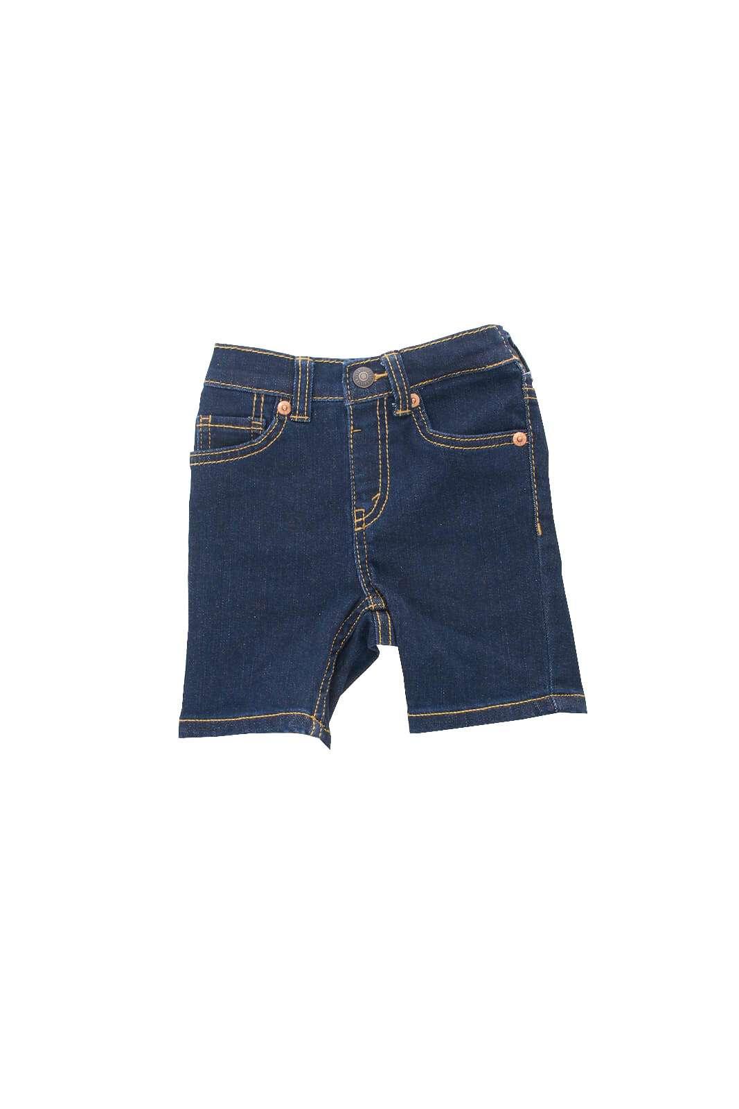 Un bermuda pensato per i più piccoli quello proposto dalla collection Kids di Levi's. Da abbinare con una T shirt o una felpa è perfetto per i look più sofisticati delle calde giornate estive. Un piccolo essential per un look unico.