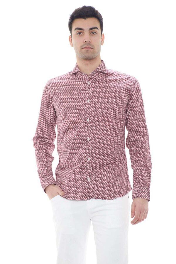 Una camicia particolare quella firmata Ego Milano.  Perfetta per le occasioni lavorative o per i party.  Da indossare insieme ad un jeans è simbolo di eleganza.