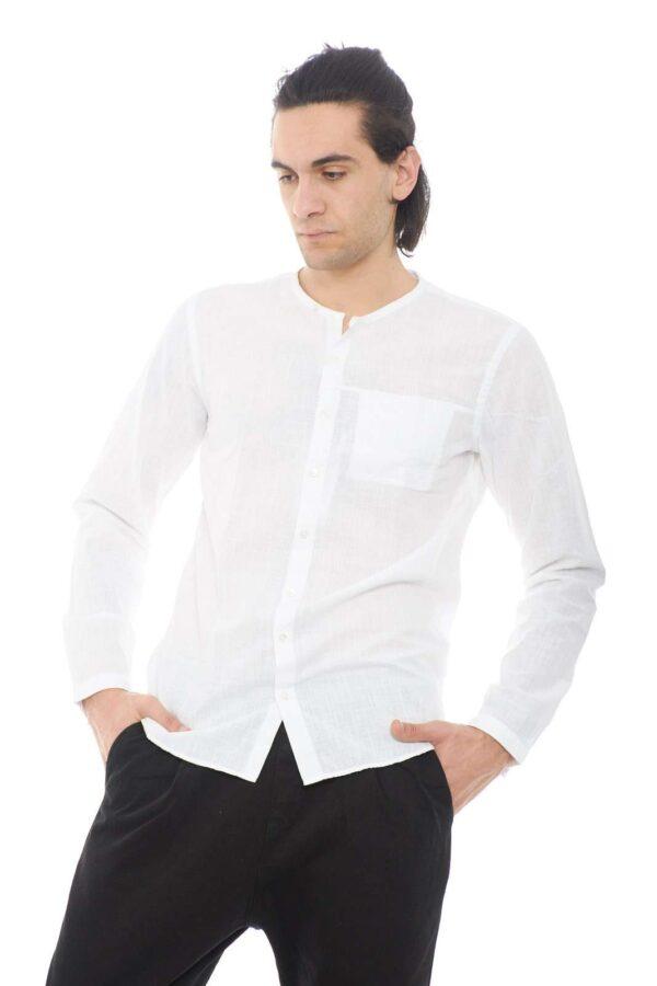 Una camicia casual e giovanile, proposta da Hamaki Ho per la Primavera estate. Semplicità e stile, per outfit curati e chic, adatti ad ogni occasione.