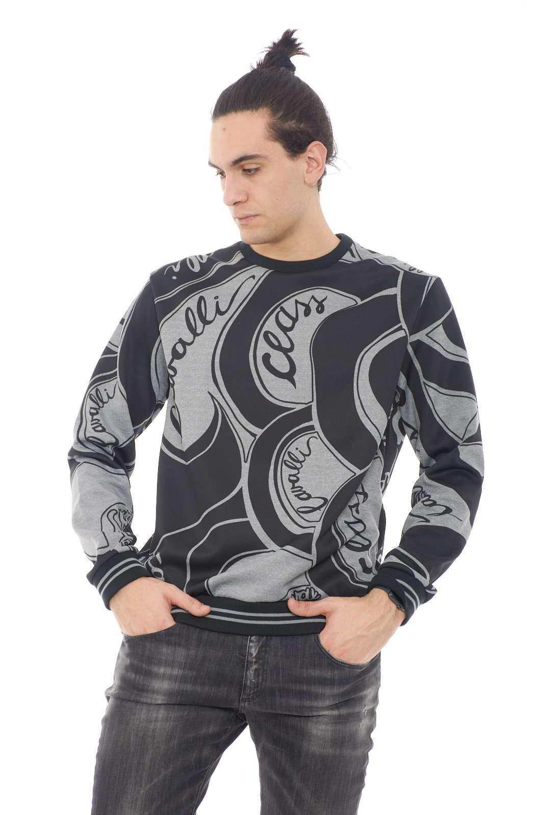 Un'icona la felpa della collezione firmata Roberto Cavalli.  Un capo con stile da indossare nella routine quotidiana.  Da abbinare a un jeans è il must have.