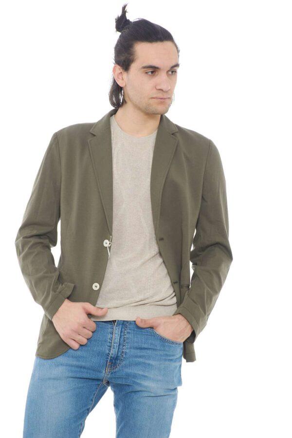 Una giacca elegante quella proposta da Daniele Alessandrini. Da indossare nelle occasioni più formali, abbinato ad un pantalone è perfetto