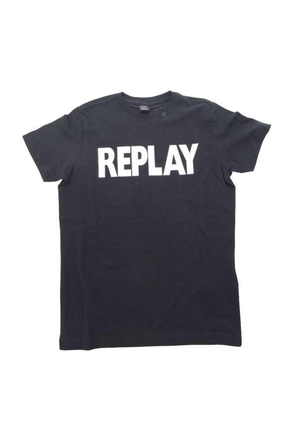 Comoda e versatile la T shirt proposta dalla collezione bambino di Replay.  Da indossare con un pantalone sportivo o con un bermuda veste i look più brillanti.  Un must have per il proprio bambino.