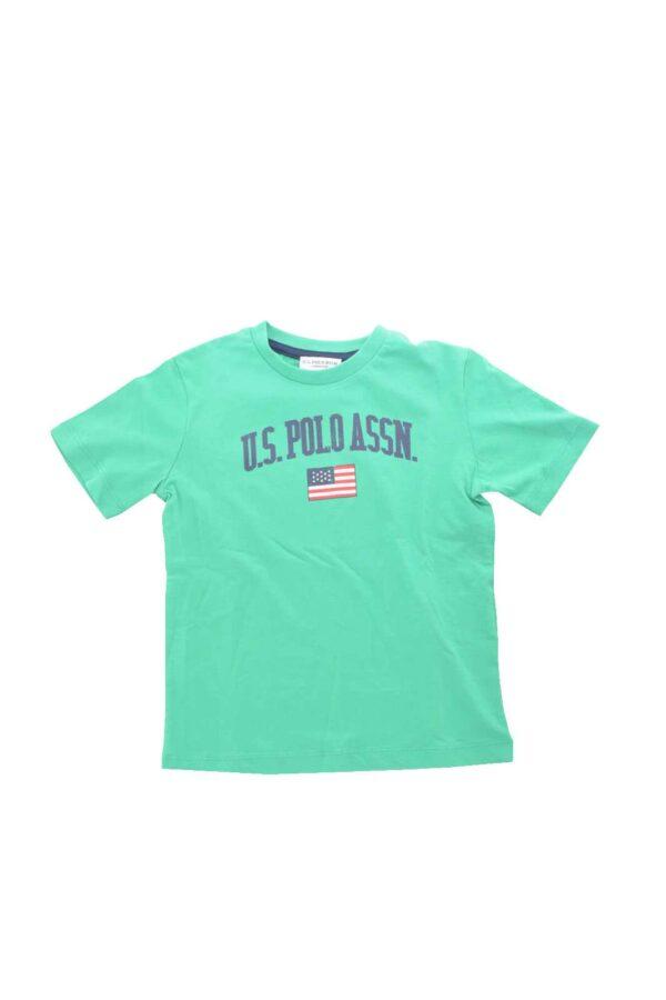 Scopri la T shirt bambino proposta dalla collection Us Polo Assn pensata per i più piccoli.  Da abbinare con ogni look esprime stile e gusto quotidiano.  Da indossare con un pantalone sportivo o con un look più importante è un capo indispensabile.