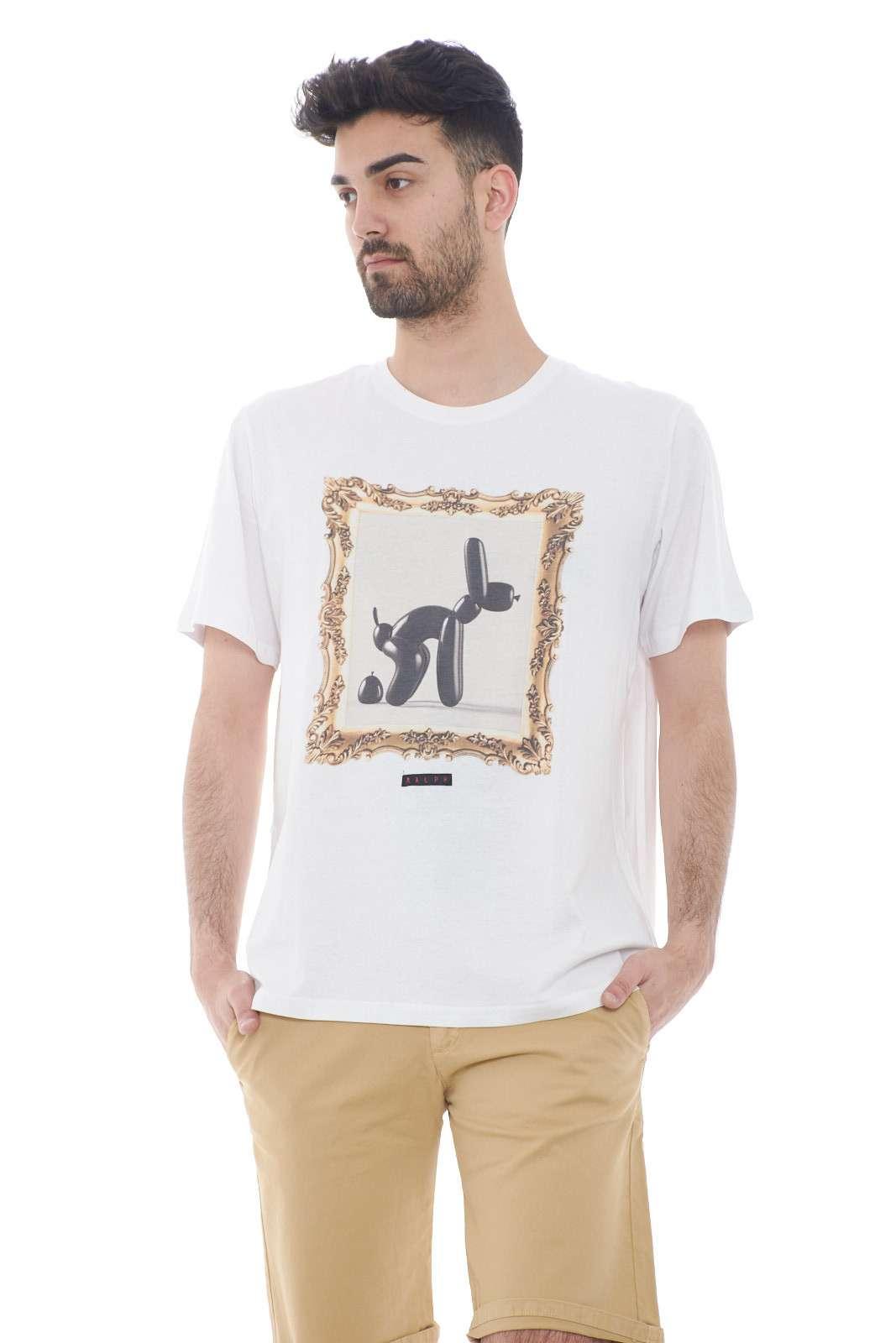 Una stampa dal tocco vintage quella proposta dalla collezione Malph. Da abbinare con un jeans o con un bermuda è un capo essenziale e versatile. Da abbinare ad una giacca o ad un bermuda dona un tocco unico.