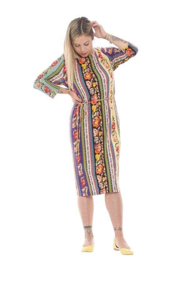 Un abito lungo, dai mille colori, quello firmato Etro. L'ideale per outfit estivi freschi e moderni, dove con un sandalo creerai uno stile fashion e attuale.