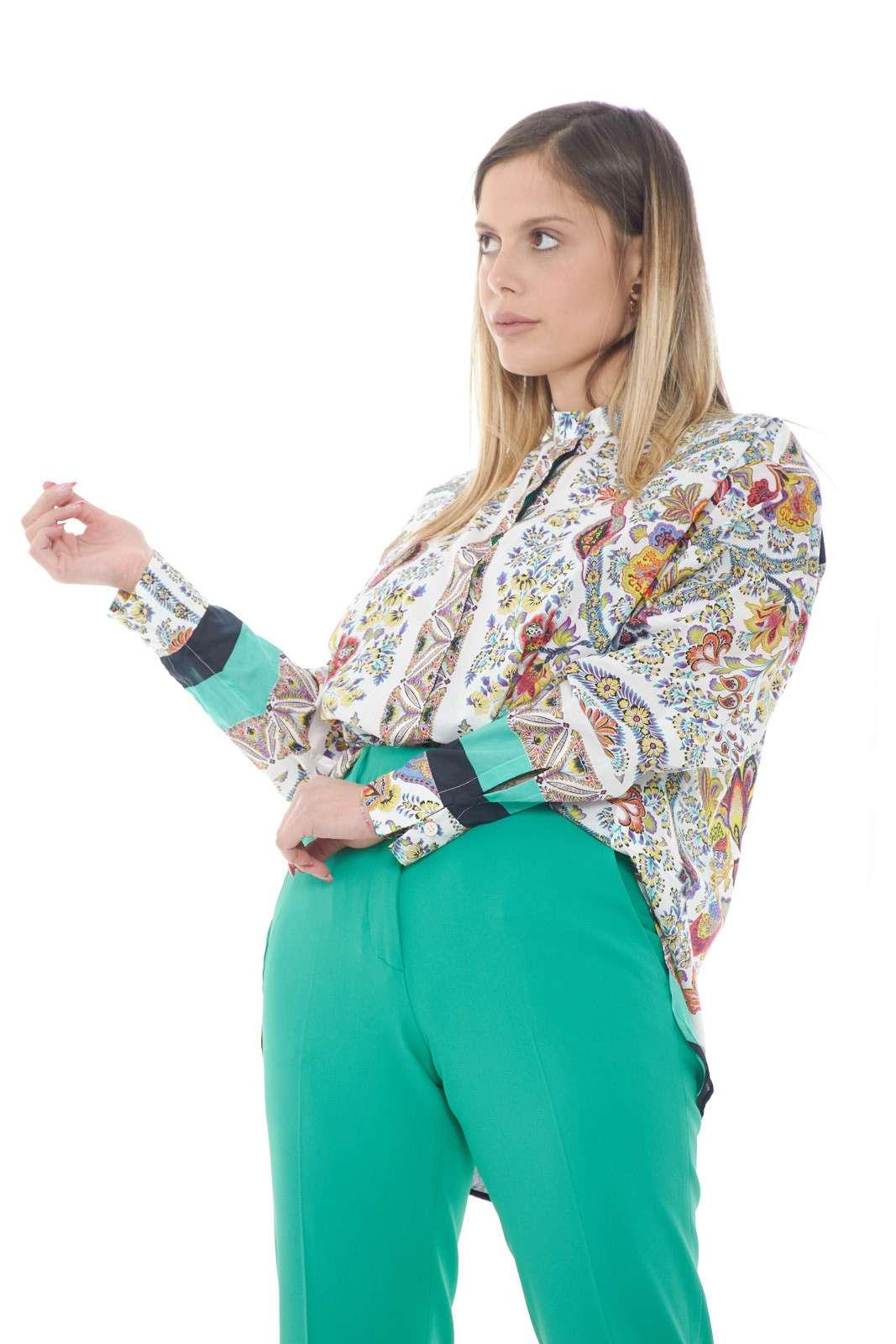 Una camicia morbida e femminile, quella firmata Etro, perfetta per i tuoi outfit estivi. Da abbinare a jeans o pantaloni, per stili versatili, e iconici. Per la donna che non lascia mai nulla al caso.