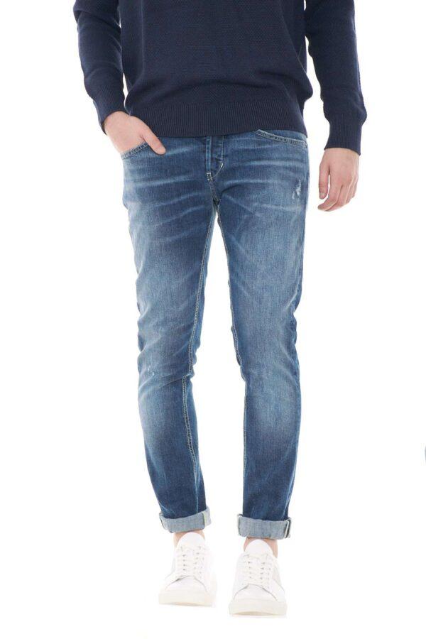 Un jeans skinny perfetto per ogni look il George proposto per la new collection uomo Dondup. Il lavaggio medio scuro è caratterizzato da un effetto used adatto per i look più cool. La chiusura con bottoni esprime il massimo dello stile per un risultato impeccabile.