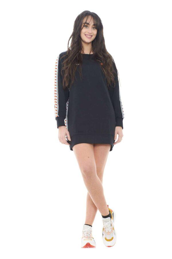 Scopri la felpa oversize della collezione donna Ellesse. Da abbinare allo street style si impone come capo di tendenza. Da abbinare con un jeans skinny o mom in base al risultato che si vuole ottenere.