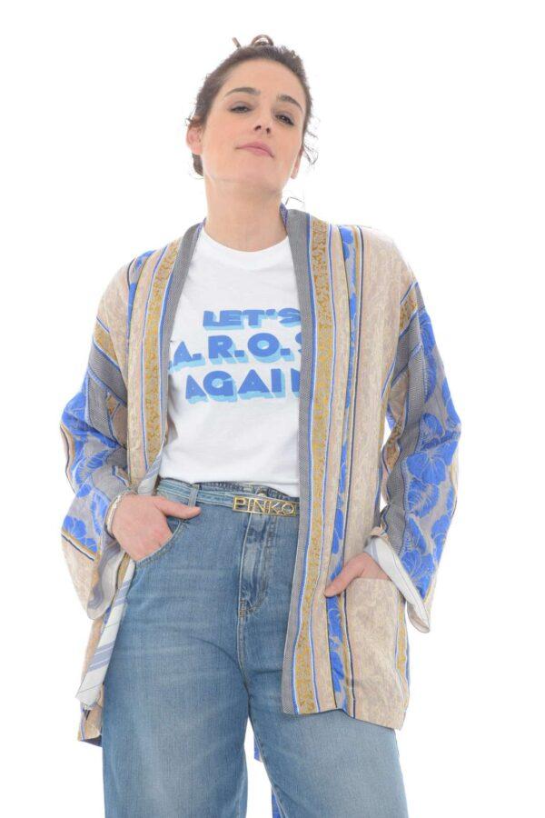 Un giacca particolare, elegante e trendy, firmata Forte Forte. Perfetta per le occasioni più classiche e impostate, dove potrai sorprendere con abbinamenti nuovi e unici. Per la donna che non vuole passare inosservata.