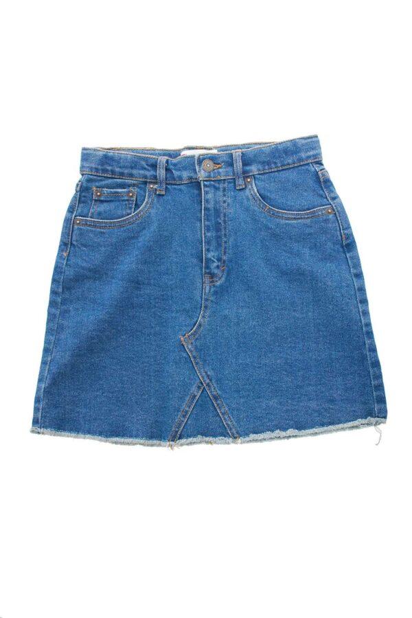 Una gonna di jeans unica quella proposta da Levi's bambina.  Da abbinare ad una blusa o una t shirt, renderà unico il look della propria bambina.