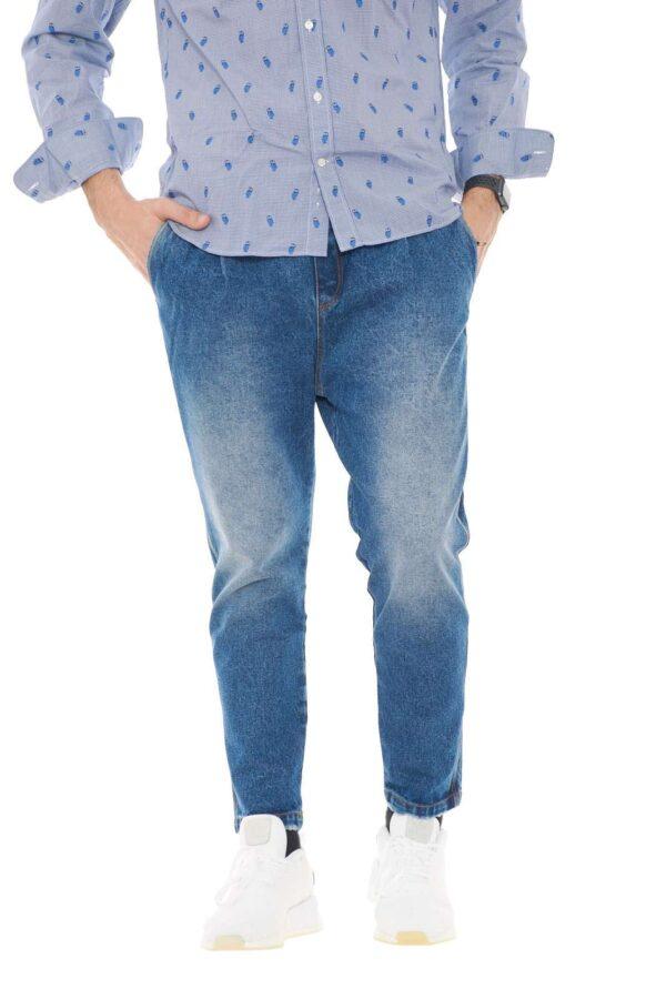 Un jeans ad effetto used quello proposto dalla collezione The kingless collective. Da indossare in ogni occasione, con look sempre diversi e alla moda.