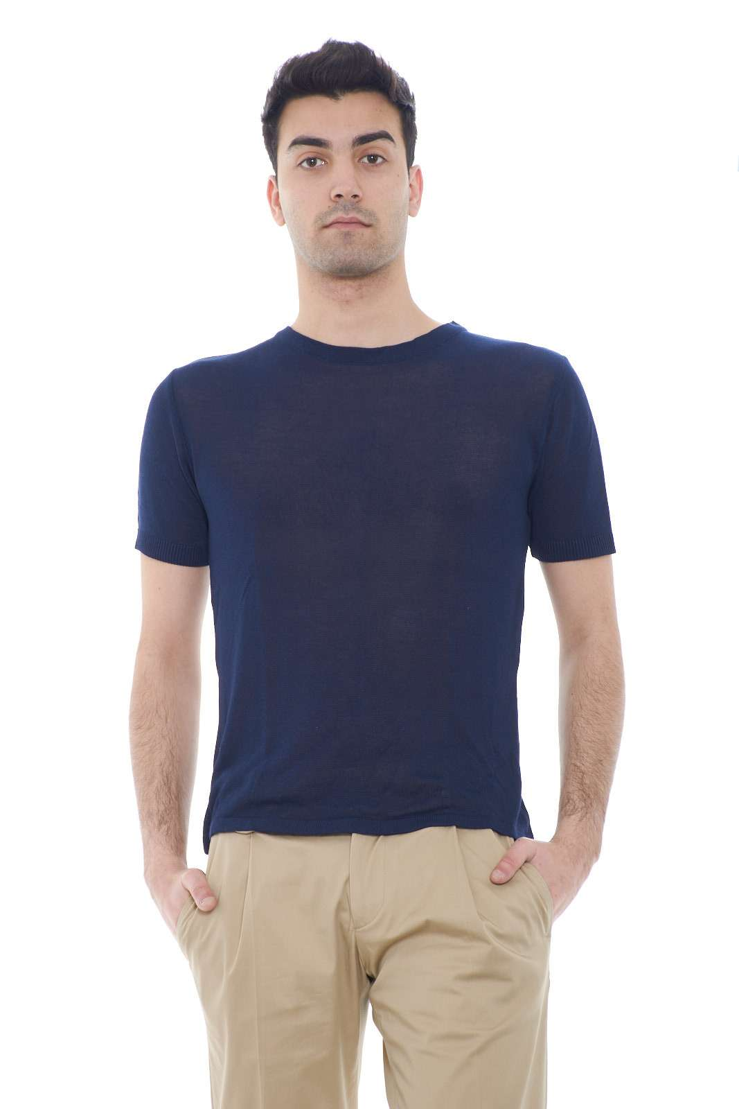 Una maglia dal look vivace, firmata Vandom. Ideale per outfit primaverili, dove con l'effetto rigato, regalerai un tocco estivo e di novità al tuo look. Un capo versatile e trendy.