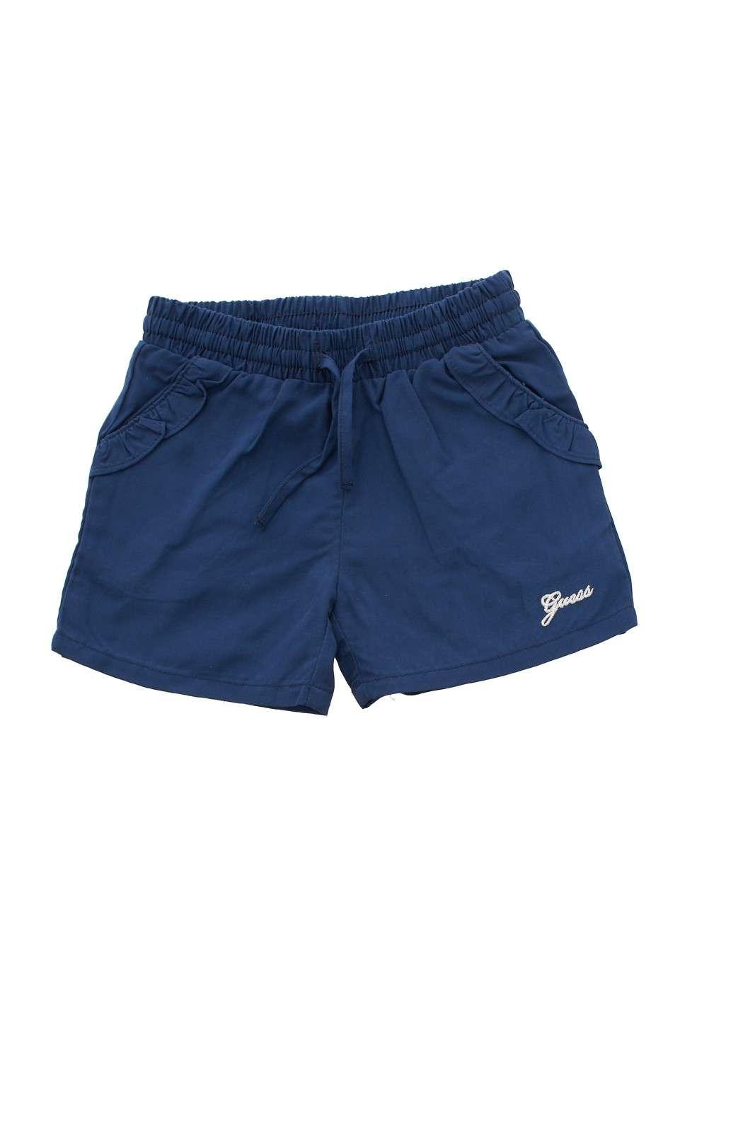 Un pantaloncino semplice e delicato, quello firmato Guess bambina.  Da indossare nelle giornate quotidiane per far sentire la propria bambina a suo agio.  Da abbinare ad una t shirt è perfetta.