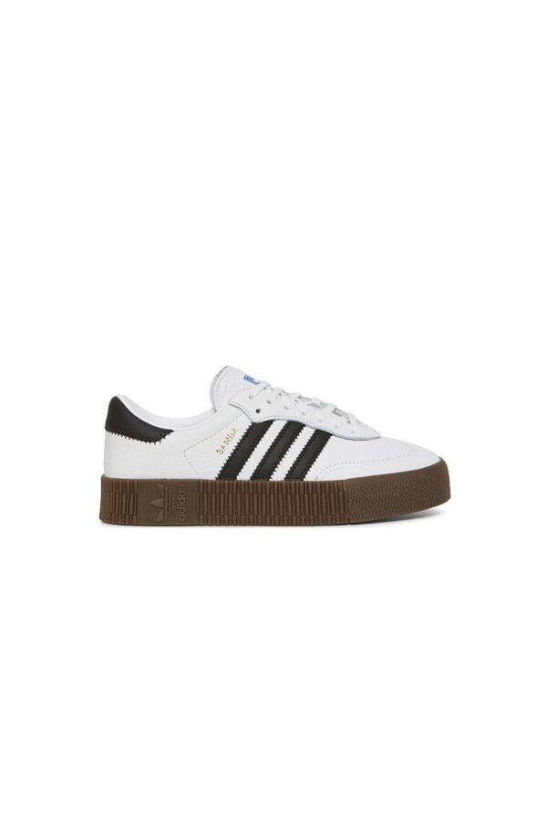Una sneaker chic e moderna, la SAMBAROSE W firmata Adidas. La suola platform, pensata per slanciare i tuoi look, assicurerà anche stile e comfort. Per la donna che ama calzature sempre fashion.