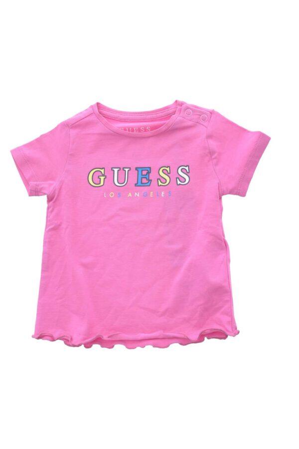 Una T shirt semplice e colorata quella proposta da Guess, per la tua bambina. Da indossare in ogni occasione delle giornata e da abbinare ad un pantaloncino o ad un jeans è perfetta.