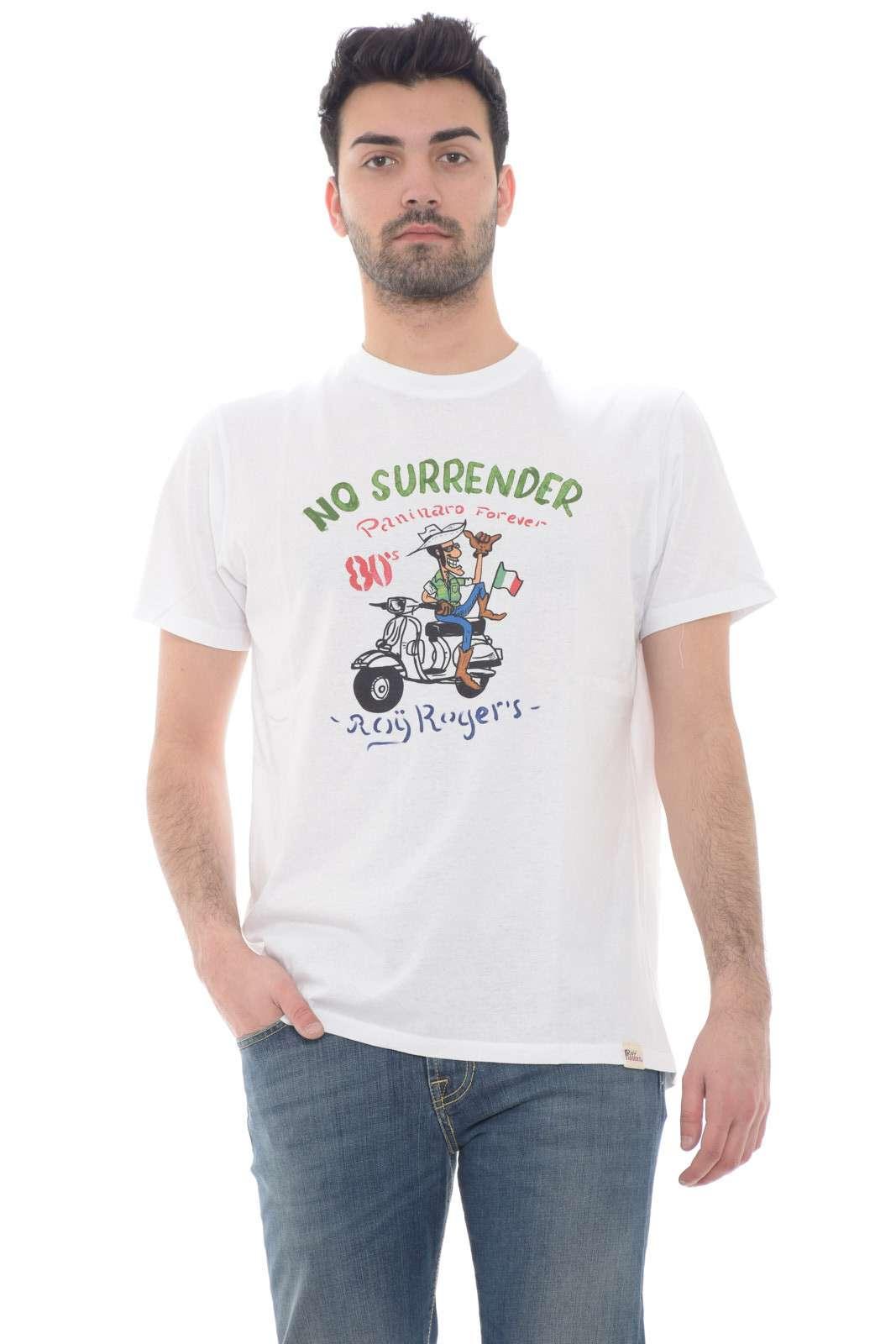 Pratica e dallo stile minimal, la T shirt proposta dalla collezione uomo Roy Roger's unisce tutti gusti. Perfetto con un jeans o con un bermuda ispira i look più quotidiani e semplici. Il comodo jersey di cotone garantisce un tocco comodo e fresco.