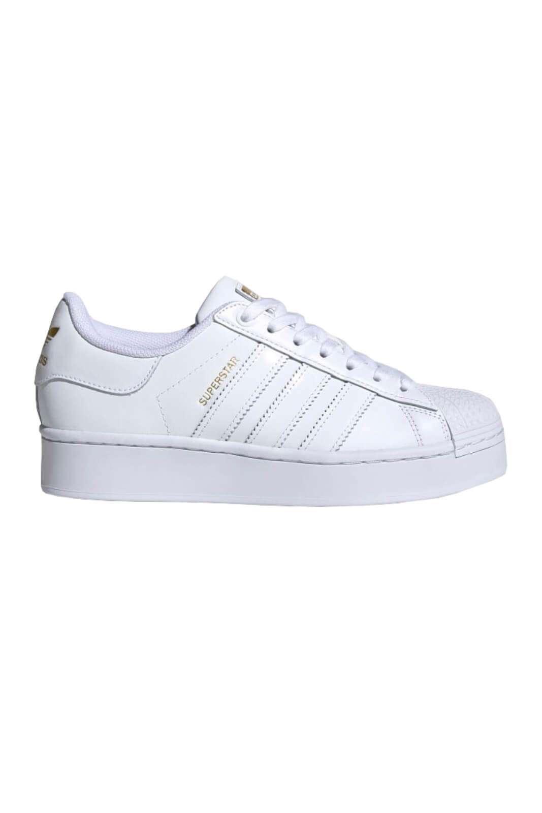 Una sneaker iconica quella proposta dalla new collection Adidas. Da indossare nelle giornate di tutti i giorni, nel tempo libero o nelle uscite con gli amici. Perfetta per look versatili e giovanili.