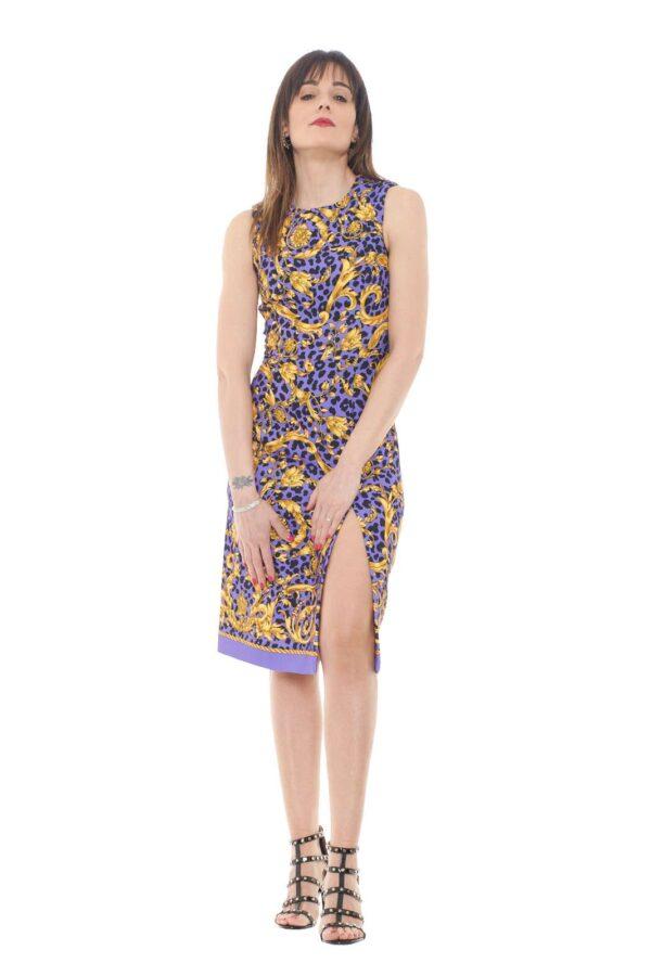 Lasciati catturare dal nuovo abito firmato Parosh. Caratterizzato dallo spacco laterale, che da all'abito tanta femminilità. Da abbinare ad un tacco alto è un evergreen.