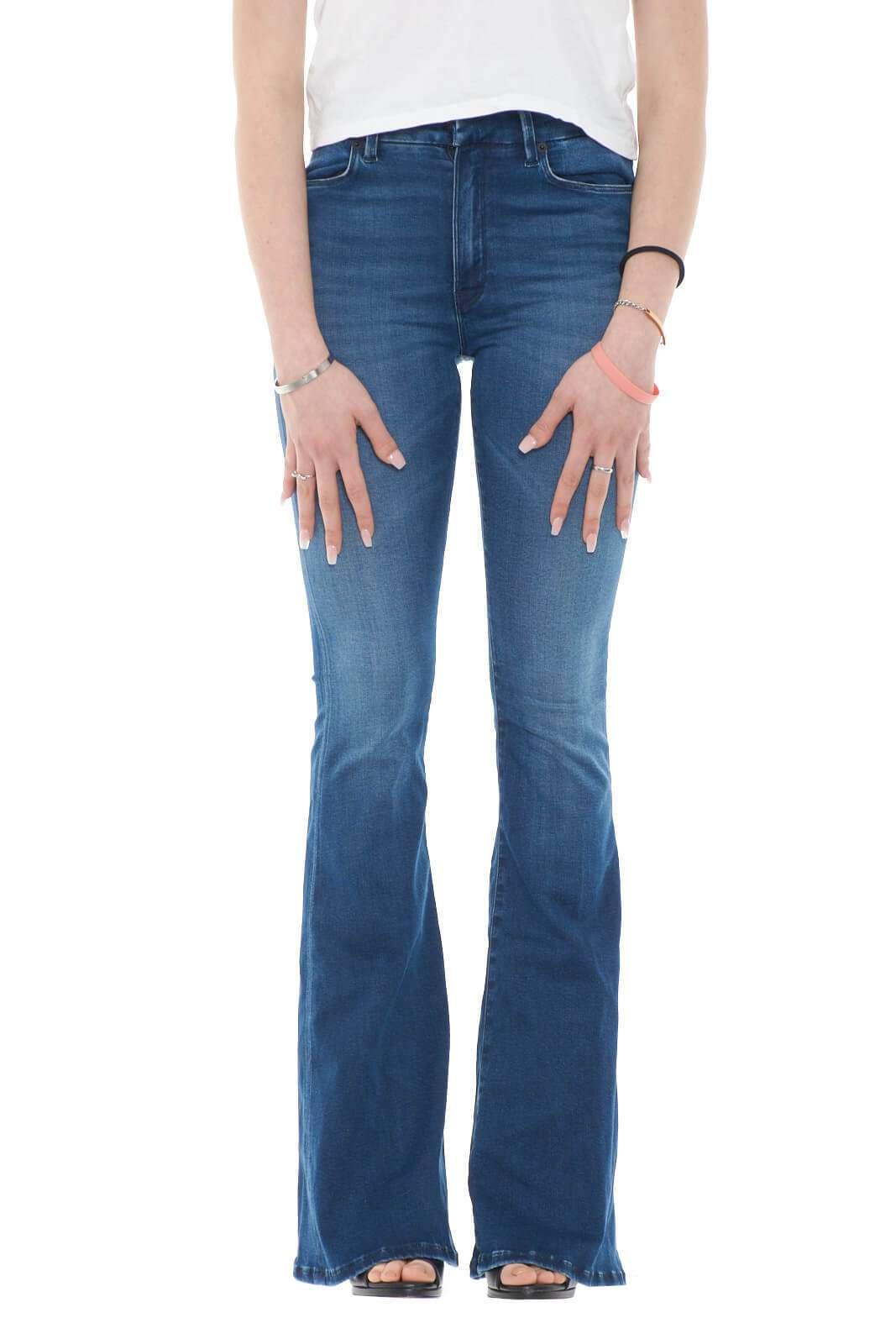 Iconico e alla moda, il jeans a zampa firmato Dondup. Perfetto per le occasioni più mondane, dove potrai osare con abbinamenti chic e versatili. Per la donna che ama creare tendenze.