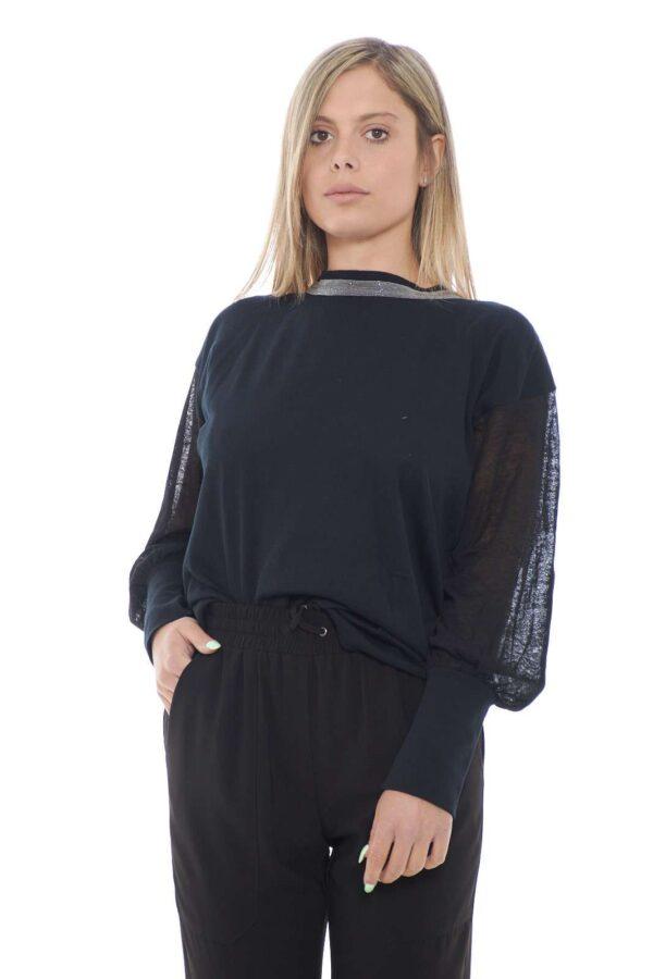 Leggera e delicata, la nuova maglia donna proposta da Fabiana Filippi. Arricchita da dettagli decorativi sul collo e dal tessuto trasparente sulle maniche. Diventerà in poco tempo uno dei capi più usati nel tuo guardaroba.
