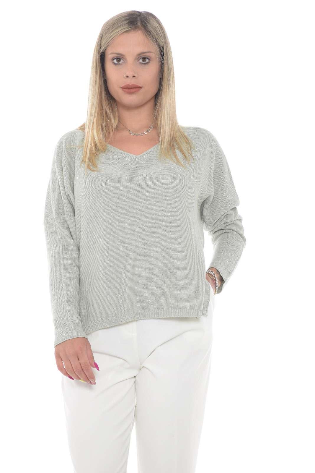 Una maglia donna elegante e dettagliata quella firmata Fabiana Filippi. Da indossare nelle occasioni più formali grazie alla sua femminilità. Per outfit fashion, sempre all'ultima moda.