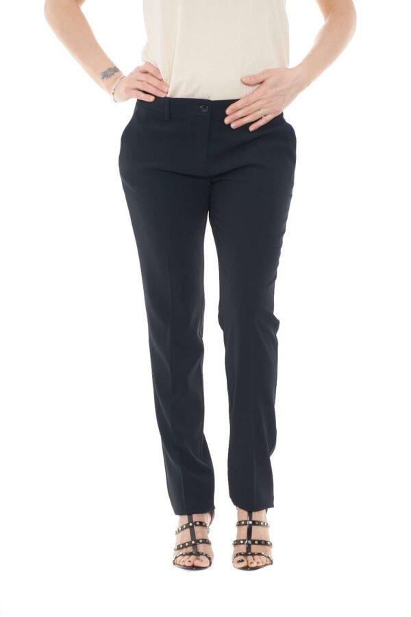 Un pantalone classico e alla moda, proposto da Etro, per i tuoi look più formali. Pensato per essere sfoggiato con abbinamenti eleganti e impeccabili, dalle bluse alle camicie, per outfit sempre di tendenza.