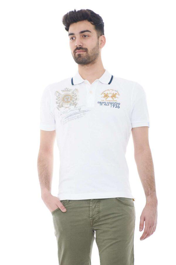 Una polo dallo stile semplice e classico, firmata La Martina. Ideale per look quotidiani, che non rinunciano stile e moda.