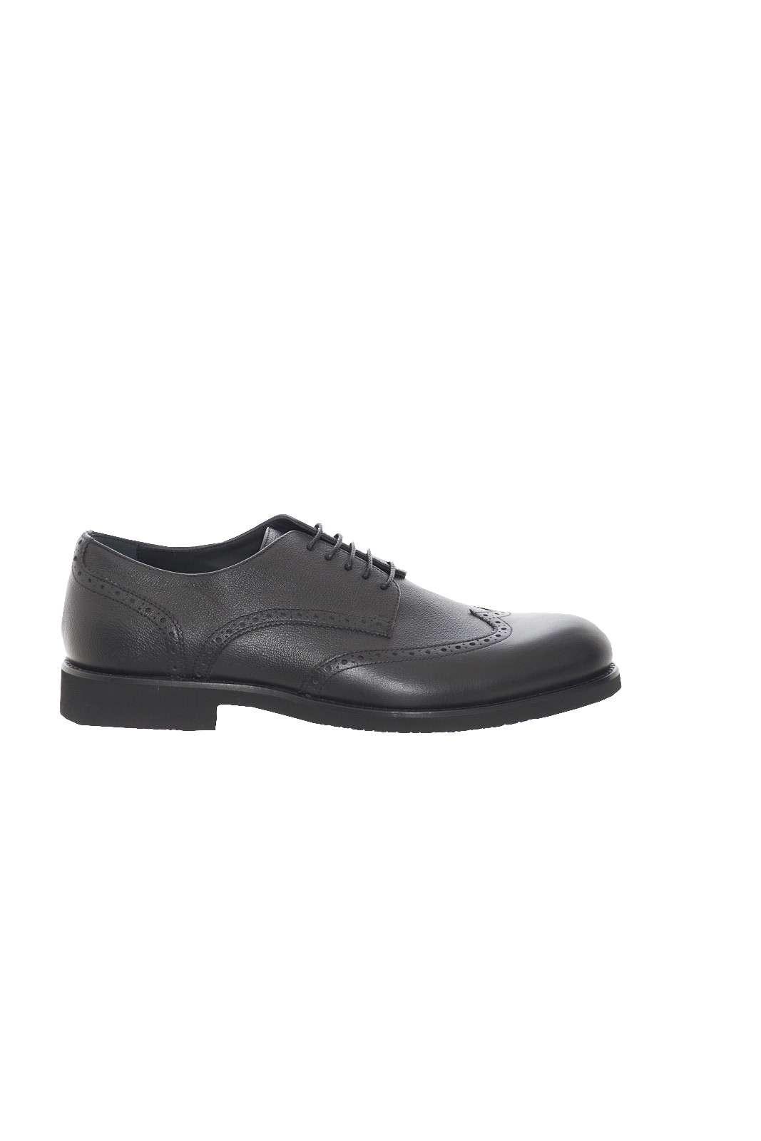 Elegante e stilosa, la scarpa uomo firmata Alberto Gurdiani. Da indossare nelle occasioni più formali per avere un look chic. Abbinato ad un pantalone è un must have.