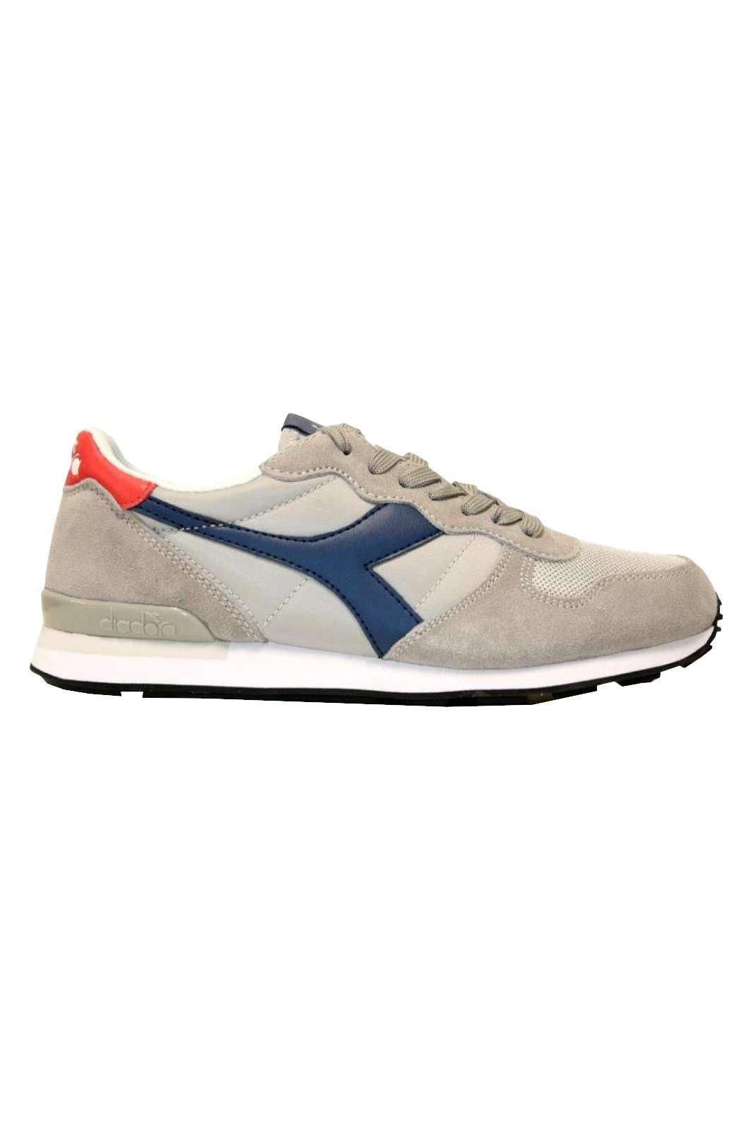 Veloce e sportive le sneakers da revival anni 90 proposta da questa nuova collezione. Sono perfette per i look casual, da indossare sia con pantaloni da jogging che con un paio di jeans. Amate e resistenti, sono un must per i look comfort chic.
