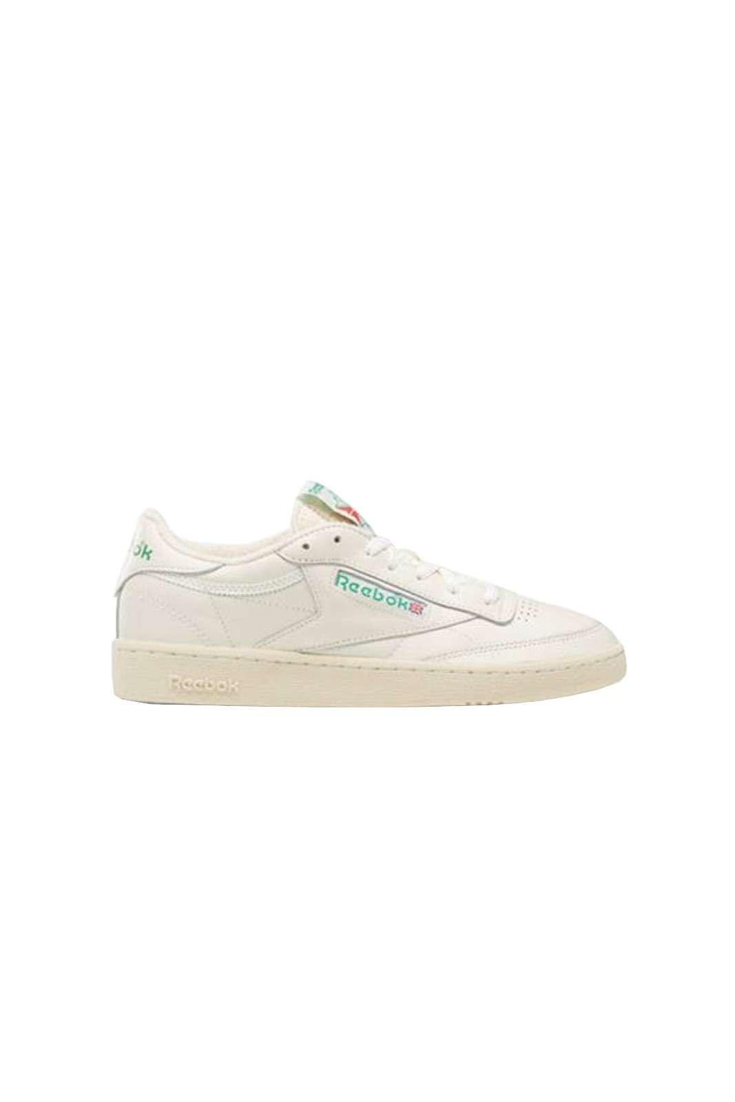 Una sneaker unisex quella firmata Reebok. Queste scarpe sono caratterizzate da uno stile basato sulla semplicità. Abbinate ad un look estivo sono un must have.