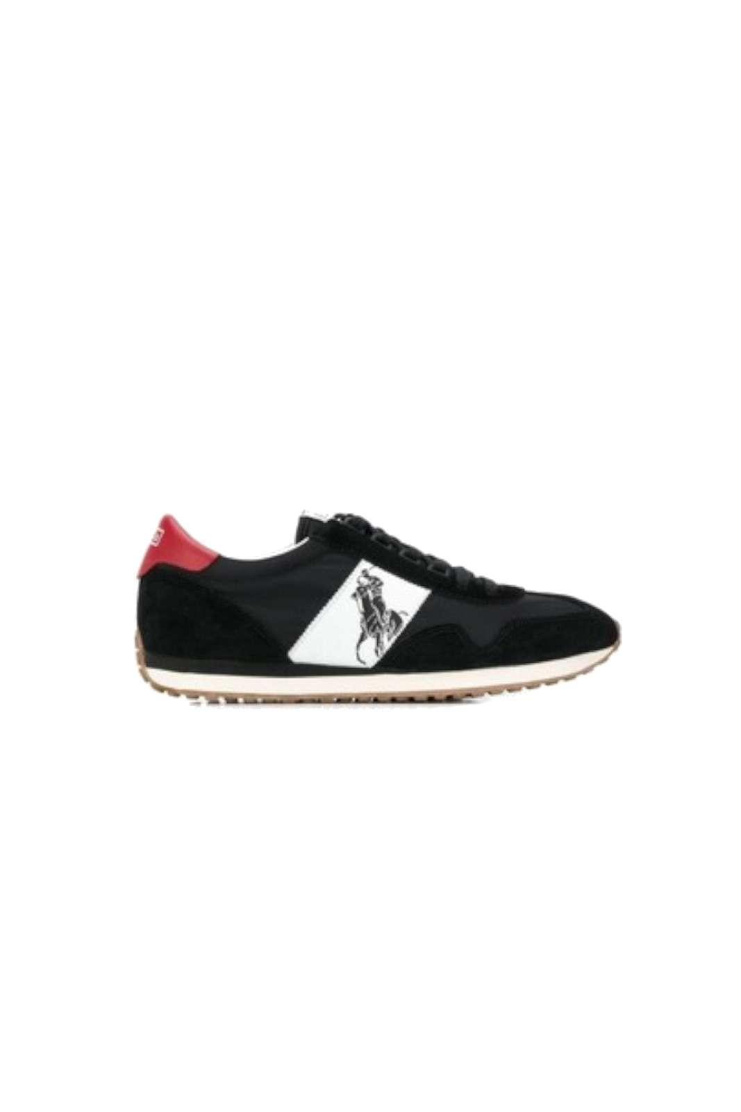 Semplice ed elegante, la nuova sneaker uomo firmata Polo Ralph Lauren. Da indossare nelle giornate lavorative o nelle giornate quotidiane. Abbinata ad un jeans o un pantalone è un evergreen.