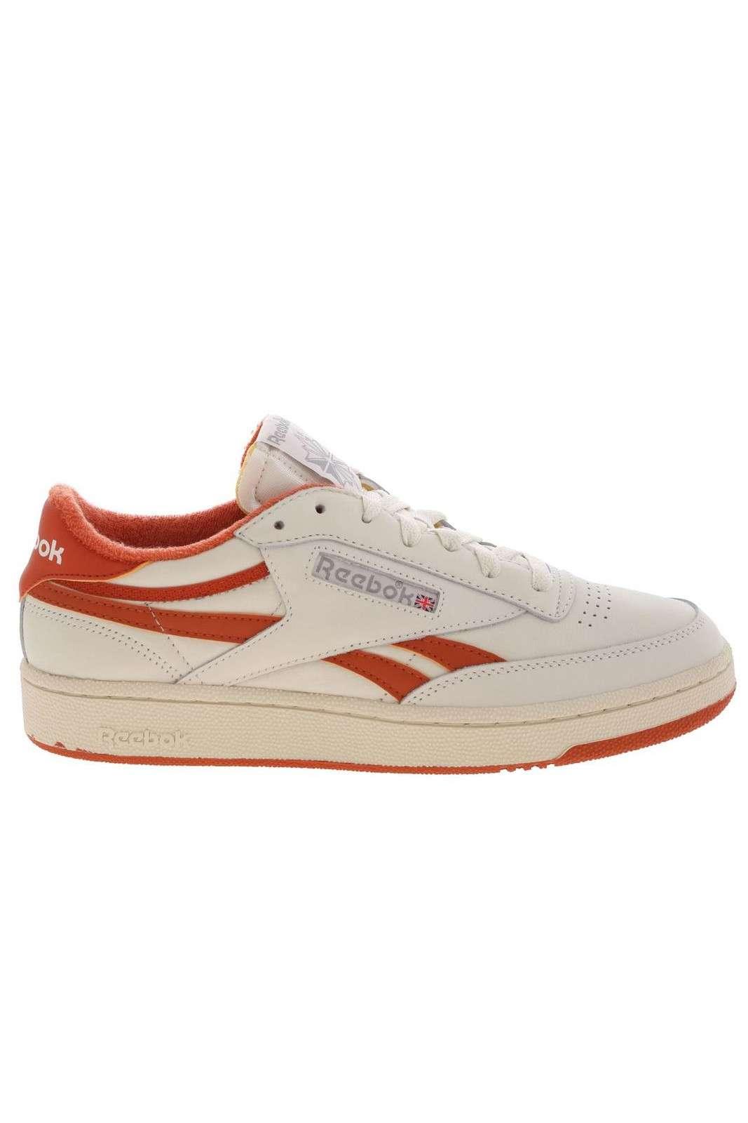Delle sneakers sportive quelle proposte dalla new collection Reebok. Da indossare anche per fare sport oltre alle giornate quotidiane grazie alla sua comodità. Da abbinare a qualsiasi abbigliamento sportivo e non, per un look perfetto in ogni situazione.