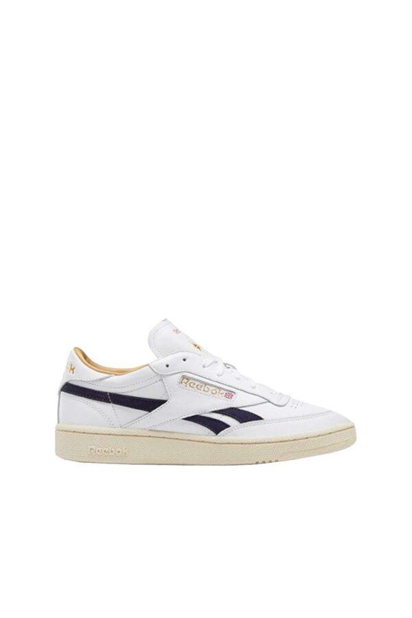Una sneakers uomo in pelle quelle proposte dalla collezione Reebok. Semplice e sportiva, da indossare in qualsiasi occasione. E' un evergreen per la stagione primavera estate 2021.