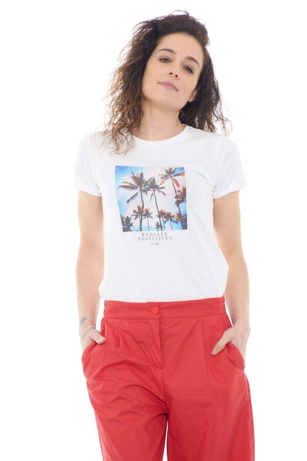 Casual e versatile, la t shirt di Sun68. Per outfit quotidiani semplici e poco elaborati, da completare con sneakers o sandali.