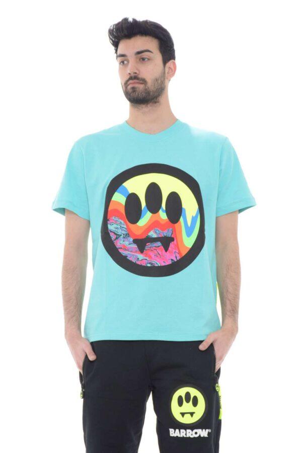 Iconica e alla moda, questa nuova t shirt firmata Barrow, per la collezione primavera estate. Per l'uomo che ama look nuovi, freschi e freestyler. Da abbinare a dei jeans, o agli stessi pantaloni in felpa firmati Barrow, per un outfit firmato ed esclusivo.