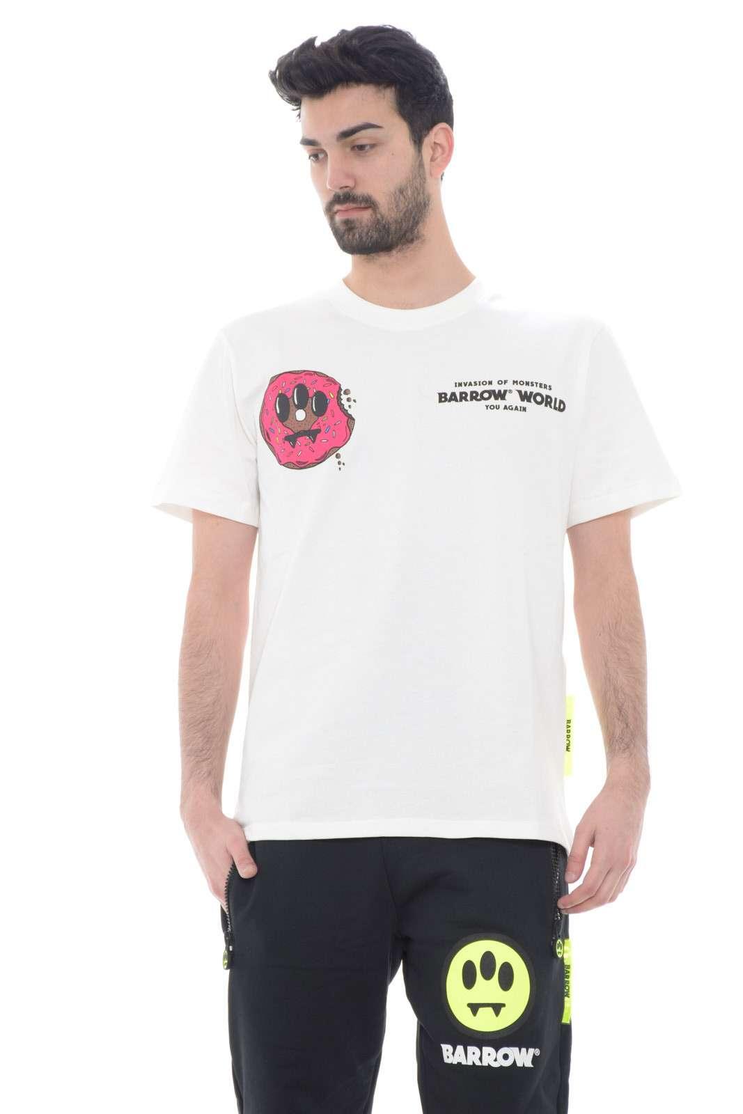 Attuale e divertente la t shirt firmata Barrow, per l'uomo che ama vestire con capi sempre di tendenza. Ideale da indossare com jeans, bermuda o pantaloni felpati, per look casual e iconici, adatti ad ogni eventualità, con un tocco di stile urban che non guasta mai.