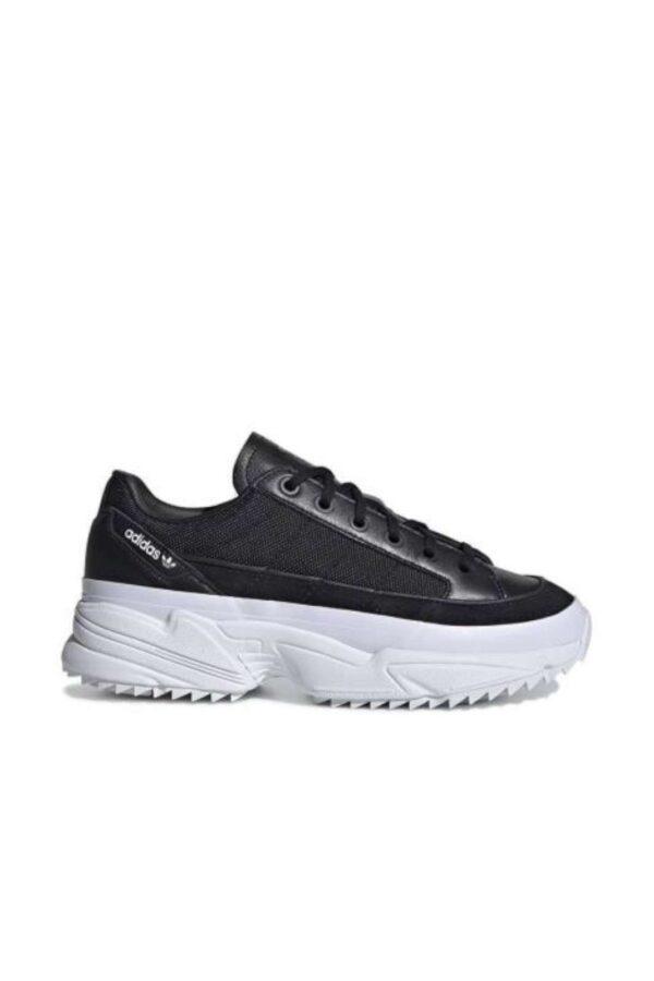 Delle sneakers da donna sportive quelle proposte dalla collezione Adidas. Caratterizzata dalla tomaia in tessuto e pelle che abbinata all'intersuola in EVA rende la scarpa più comoda e sicura. Da abbinare ad un look sportivo o casual per risaltare in ogni situazione.