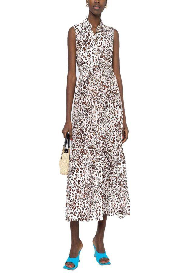 Femminile e modaiolo il nuovo abito lungo camicier proposto dalla collezione donna Pinko. La fantasia maculata e la lunghezza alla caviglia fanno di questo abito lungo alla caviglia un vero must. La fusciacca permette di definire la silhouettes per un risultato chic.