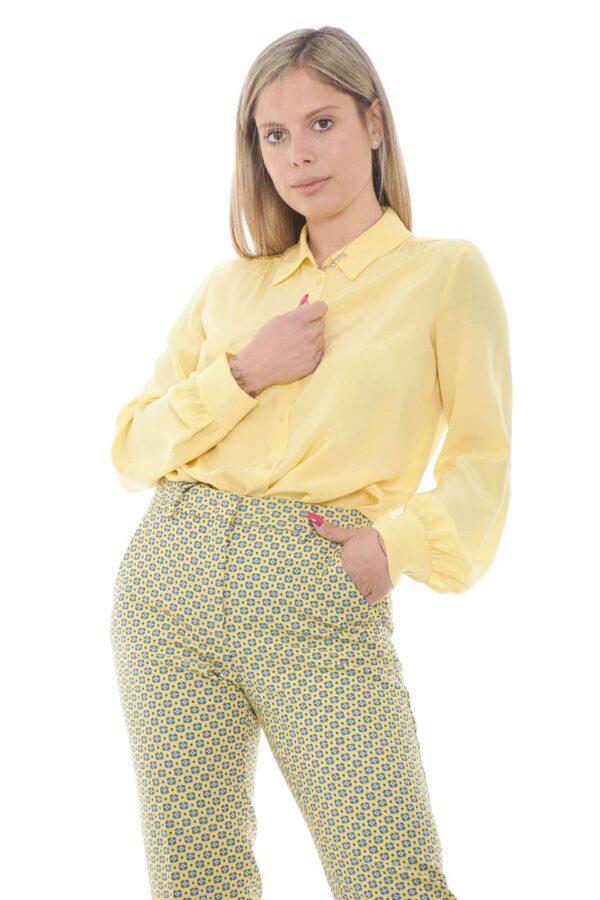 Un capo basic ma dalla femminilità indiscussa la camicia donna in seta firmata da Weekend MaxMara. Un capo iconico dedicato sia a look formali che non è un must di stagione. Con un pantalone o con un semplice jeans è sempre un evergreen.
