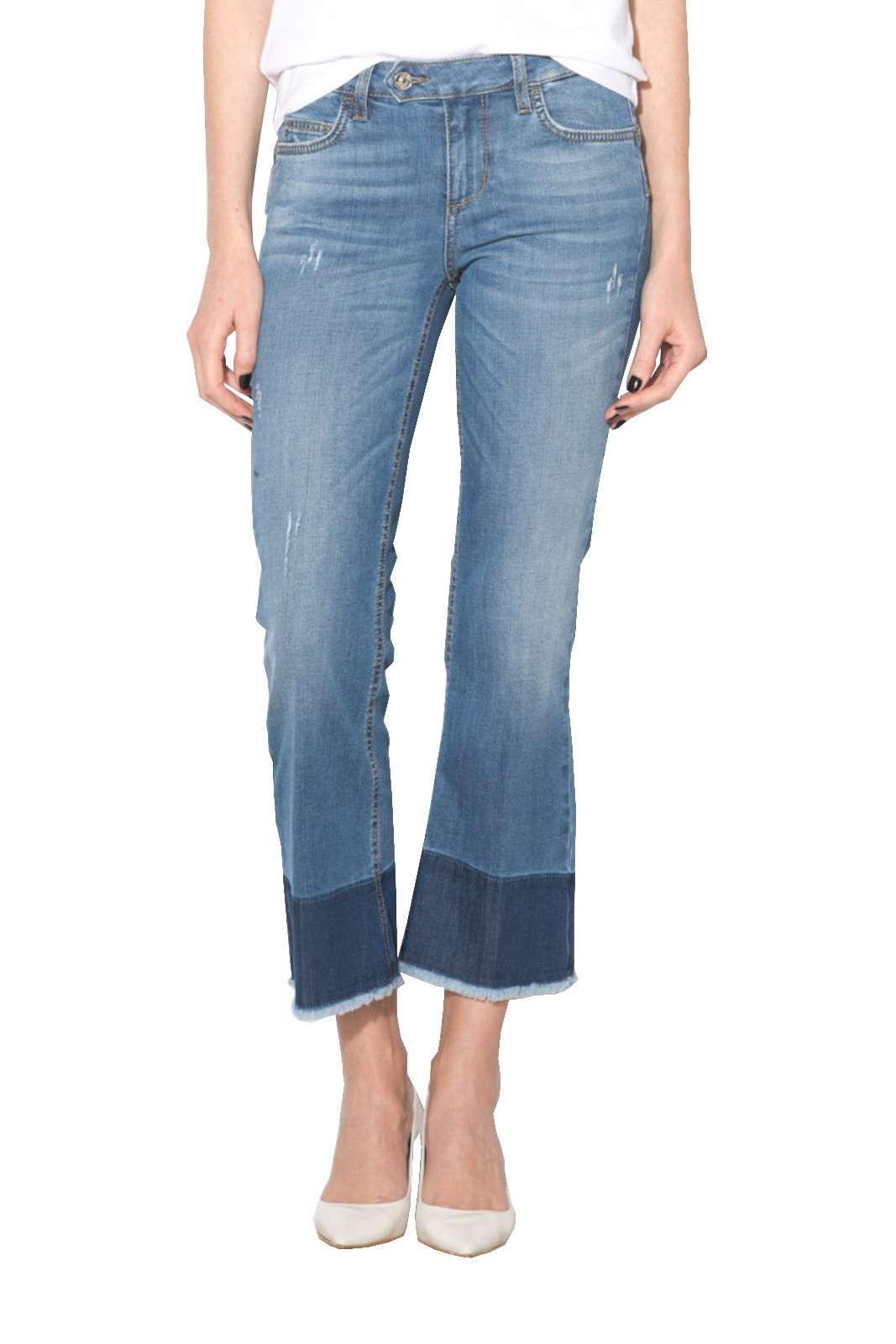 Un jeans donna modello cropped quello firmato Liu Jo. Da indossare nel tempo libero e nelle uscite con gli amici. Abbinato ad una sneaker e una t shirt è perfetto.