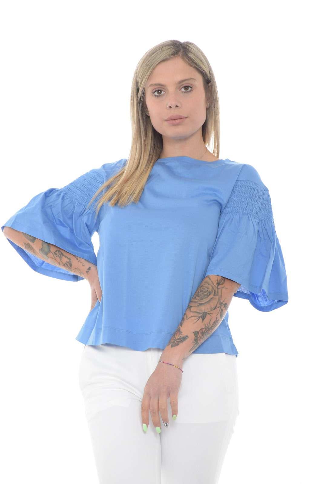Semplicità e stile per la nuova blusa proposta dalla collection Weekend Max Mara. Un taglio basic impreziosito dalle maniche a palloncino con dettaglio arricciato. Pensata per ogni outfit è un essential.