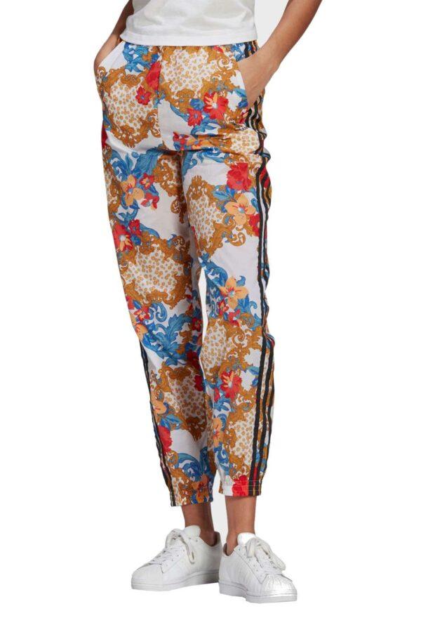 Un pantalone super cool, il TRACK PANTS HER STUDIO LONDON, proposto da Adidas, per la donna che vuole apparire e farsi notare. Caratterizzato da una spiccata fantasia floreale, garantirà stile e modernità in ogni occasione.